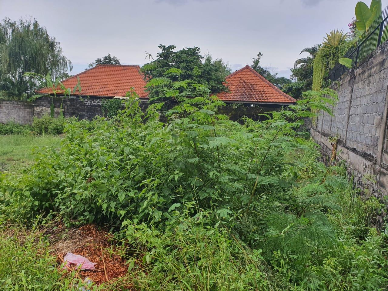Plot Size 400m2 For Sale Located In Bumbak Kerobokan